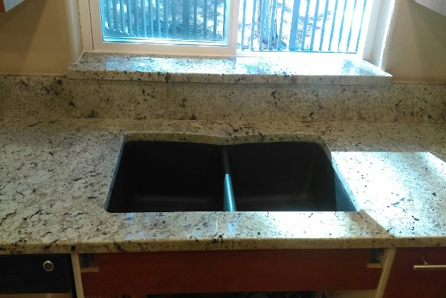 Snow flakes granite with double radius edges 776